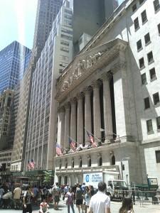 【ウォール街、世界金融の中心地、資本主義の聖地。】