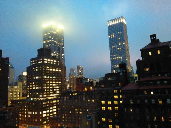 【夜の摩天楼、このマフィア感がたまらない。】